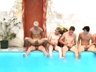 bareback (gay) He is interesting BARE all his comrades in the swimming pool amateur (gay)